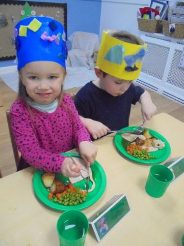 Bracknell nursery children enjoy Christmas lunch